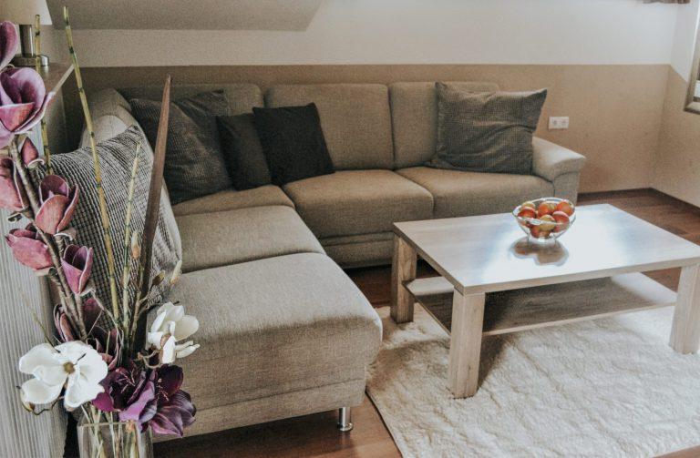 wohntzimmer-couch-blume